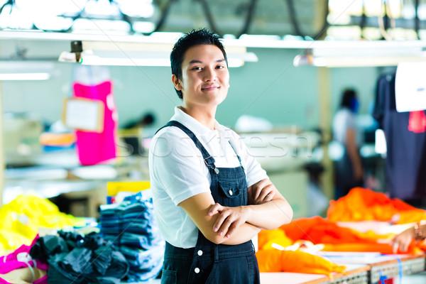 Werknemer chinese kledingstuk fabrieksarbeider productie manager Stockfoto © Kzenon
