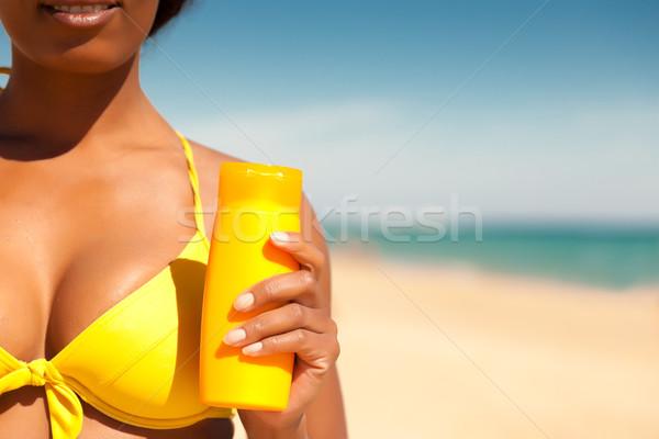 Donna offrendo spiaggia giallo bikini fine Foto d'archivio © Kzenon