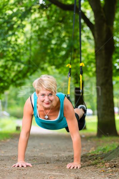 Nő felfüggesztés csúzli edző sport fiatal nő Stock fotó © Kzenon