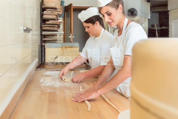 Kadın fırın tuzlu kraker kadın çalışmak Stok fotoğraf © Kzenon