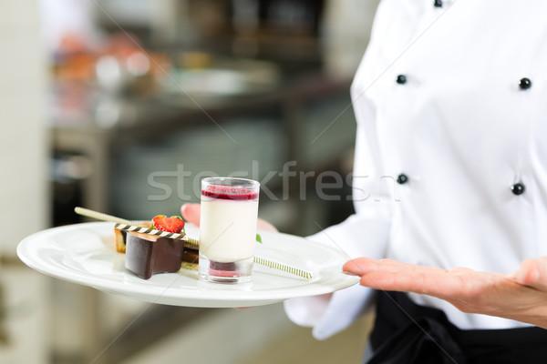 Zdjęcia stock: Gotować · ciasto · kucharz · hotel · restauracji · kuchnia
