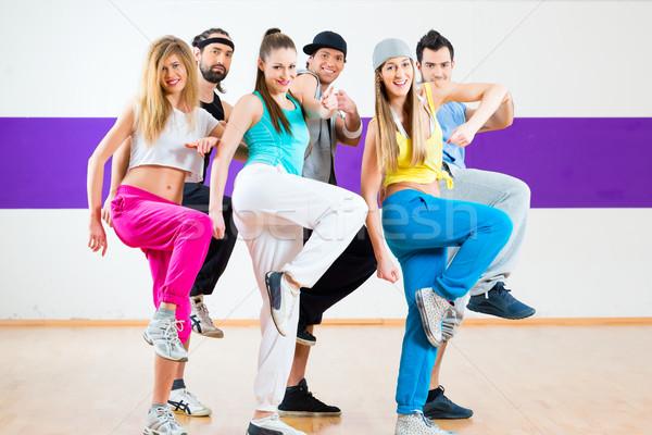 Foto stock: Dançarina · zumba · fitness · treinamento · dançar · estúdio