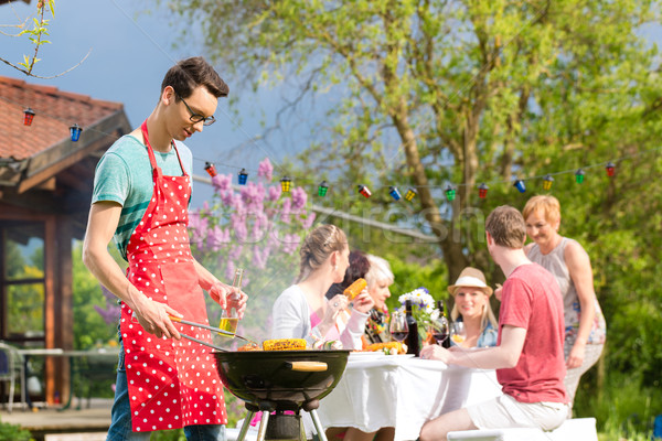 Famille amis bbq garden party homme premier plan Photo stock © Kzenon