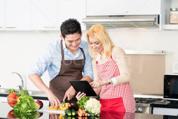Asian Paar Kochen Rezepte Tablet-Computer Frau Stock foto © Kzenon