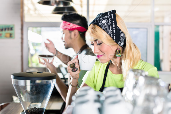 Stockfoto: Vrouw · man · barista · asian · cafe · koffie