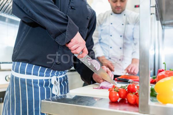 ストックフォト: シェフ · 料理 · 野菜 · トマト · レストラン