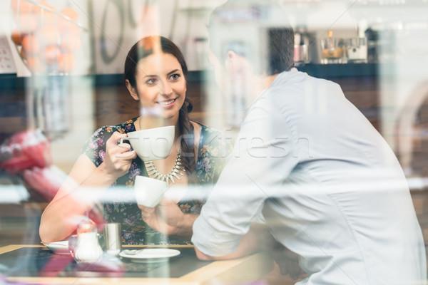 Posiedzenia tabeli pitnej kawy Zdjęcia stock © Kzenon
