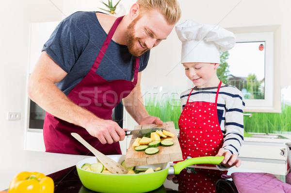 Vader zoon samen keuken familie voedsel Stockfoto © Kzenon