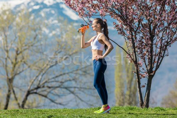 Frau Pause läuft Trinkwasser Wasser Mädchen Stock foto © Kzenon
