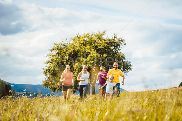 Család anya apa gyerekek fut sport Stock fotó © Kzenon