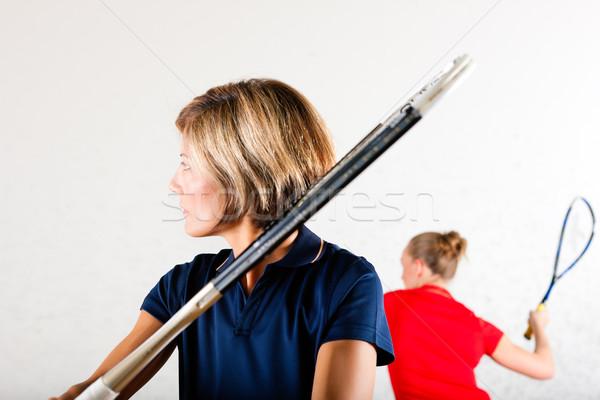 Fallabda ütő sport tornaterem két nő játszik Stock fotó © Kzenon