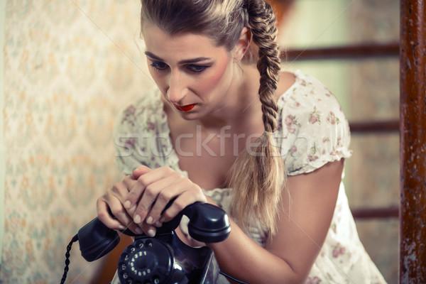 Foto stock: Mujer · sesión · escaleras · espera · llamada · mirando