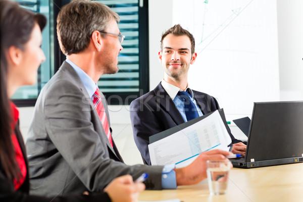 üzlet üzletemberek csapat megbeszélés bemutató iroda Stock fotó © Kzenon