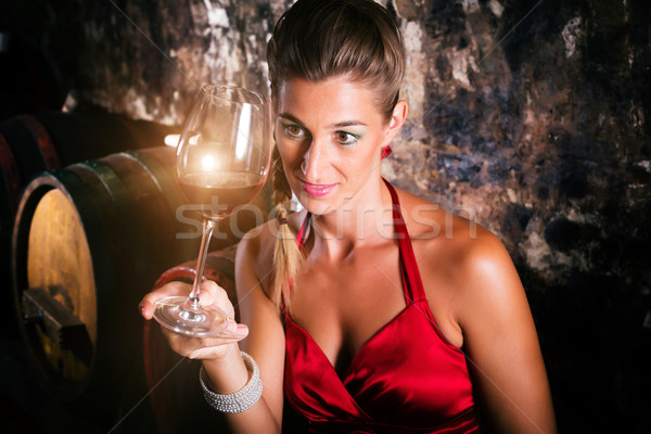 Femme cave à vin dégustation verre vintage rouge Photo stock © Kzenon