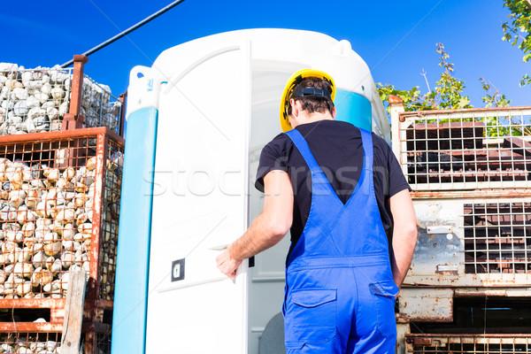 Constructeur mobiles toilettes toilettes chimiques Photo stock © Kzenon