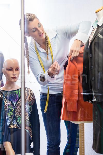 Alfaiate lojista moda compras janela trabalhando Foto stock © Kzenon