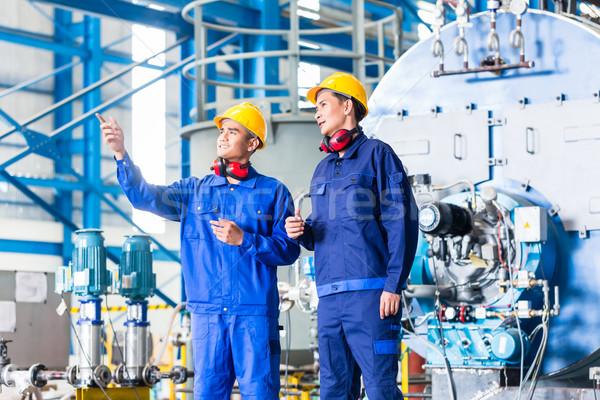 Foto stock: Trabalhador · asiático · fabrico · planta · discutir