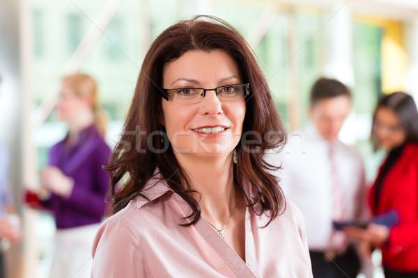 Uomini d'affari squadra ufficio donna guardando business Foto d'archivio © Kzenon