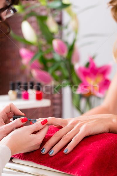 Nő manikűr manikűrös szépség körmök szolgáltatás Stock fotó © Kzenon