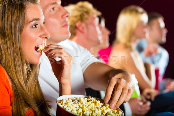 Jóvenes viendo película teatro sonrisa mujeres Foto stock © Kzenon