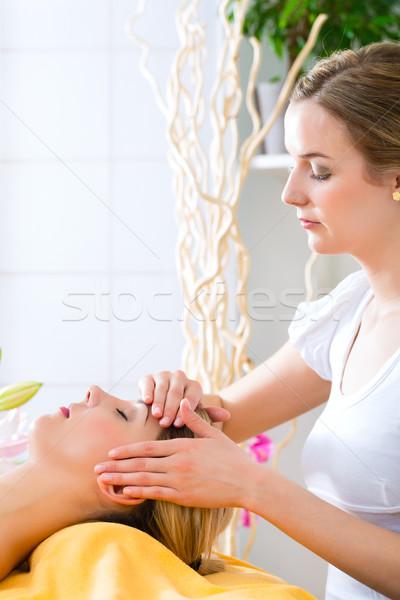 Bien-être femme tête massage spa visage Photo stock © Kzenon