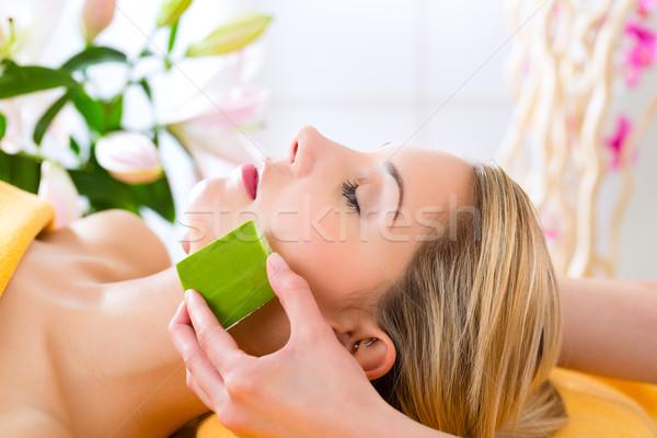 Foto stock: Bienestar · mujer · aloe · aplicación · cabeza · cara
