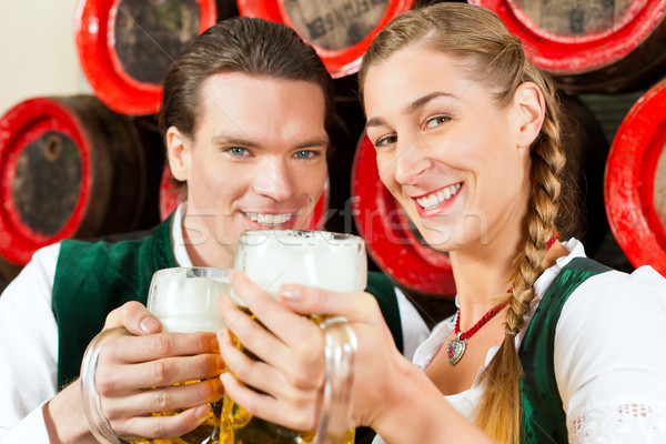 Foto stock: Pareja · potable · cerveza · cervecería · hombre