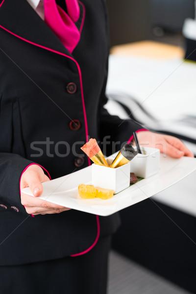 Quarto de hotel serviço comida serviço de quarto doce Foto stock © Kzenon