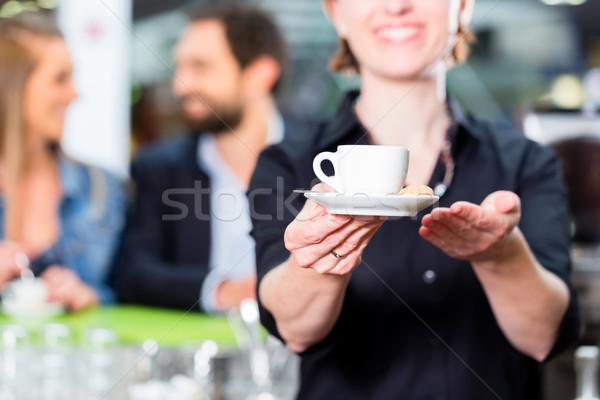 Бариста эспрессо кафе женщину человека Сток-фото © Kzenon