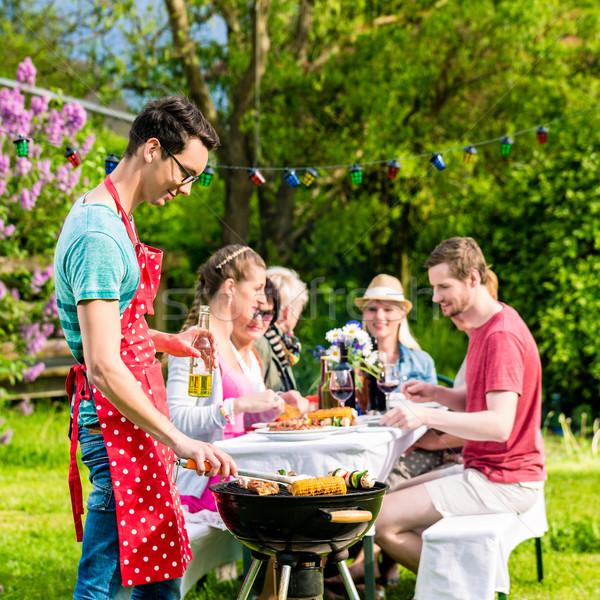 Férfi grillezés hús kert barbecue buli Stock fotó © Kzenon