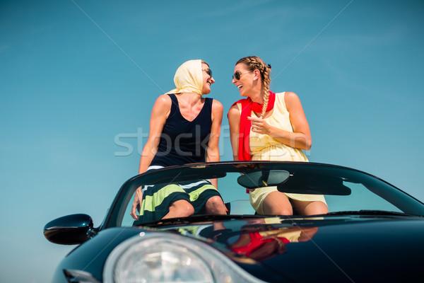 Kadın yaz yolculuk araba eller Stok fotoğraf © Kzenon