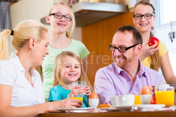 Сток-фото: дома · завтрак · кухне · яйца · фрукты · кофе