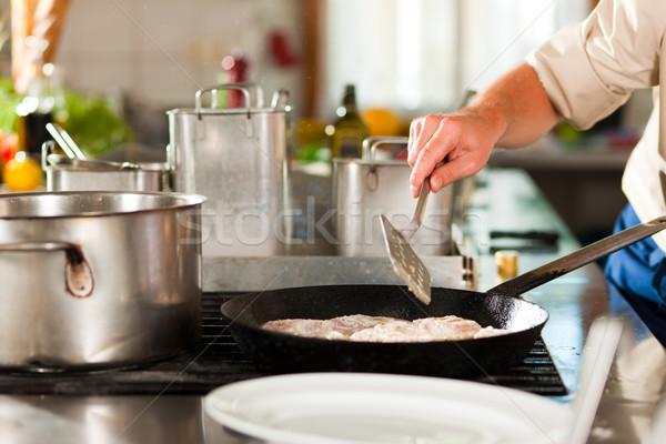 Stok fotoğraf: şef · balık · restoran · otel · mutfak