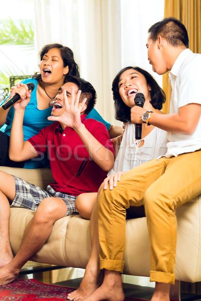 Asia personas cantando karaoke fiesta Foto stock © Kzenon