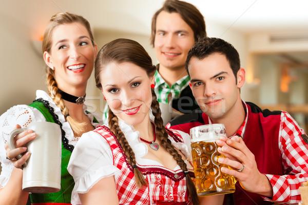 Jugendlichen traditionellen Restaurant Veröffentlichung Bier Mann Stock foto © Kzenon