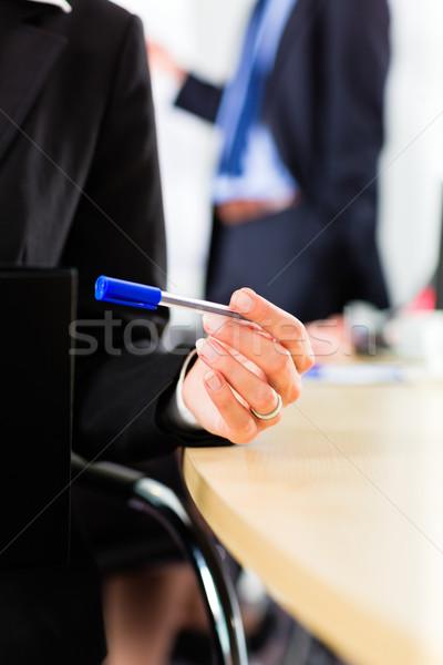 Działalności zespołu spotkanie prezentacji biuro Zdjęcia stock © Kzenon
