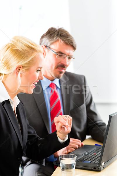 глядя ноутбука консультация бизнеса два Сток-фото © Kzenon