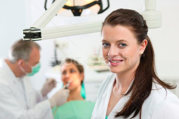 Стоматологи хирургии глядя коллега женщины пациент Сток-фото © Kzenon