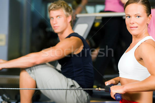Opleiding roeien machine paar gymnasium Stockfoto © Kzenon