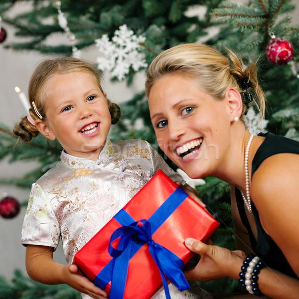 Stockfoto: Christmas · kind · geschenk · jong · meisje · familie · moeder