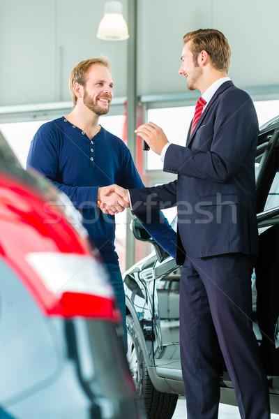 Photo stock: Jeune · homme · vendeur · Auto · voiture · vendeur