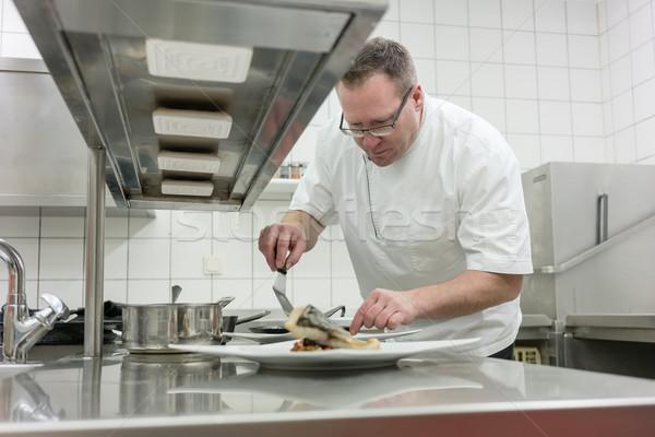 повар рыбы блюдо ресторан Сток-фото © Kzenon
