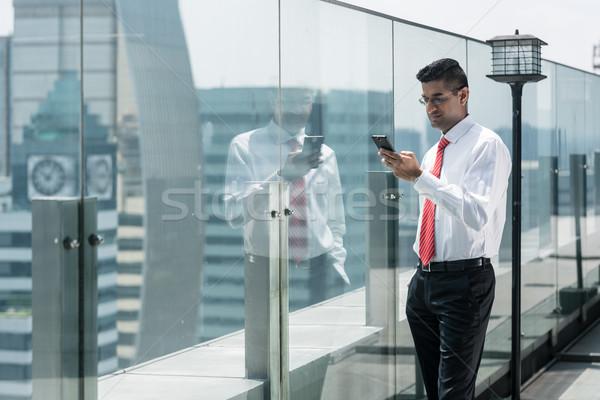 Işadamı telefon üst modern bina cep telefonu modern Stok fotoğraf © Kzenon