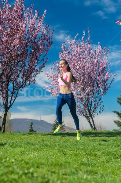 Donna primavera esecuzione jogging sport ragazza Foto d'archivio © Kzenon