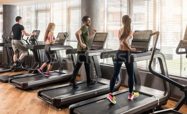 Csoport négy személy fut fitnessz tornaterem férfiak Stock fotó © Kzenon