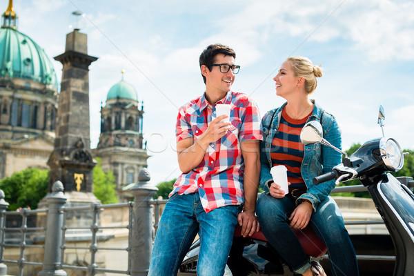 Moped lovaglás turisták iszik kávé Berlin Stock fotó © Kzenon