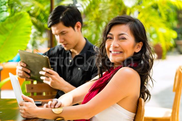 ázsiai emberek kávézó számítógép nő férfi Stock fotó © Kzenon