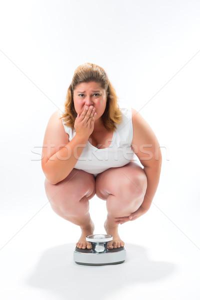 Elhízott fiatal nő guggol mérleg diéta súly Stock fotó © Kzenon
