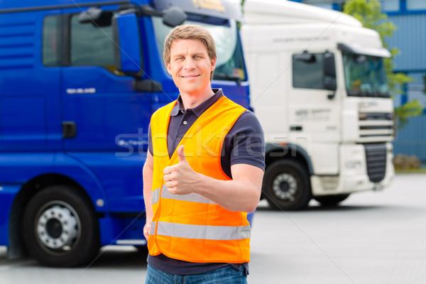 Vrachtwagens logistiek trots bestuurder vrachtwagen industrie Stockfoto © Kzenon