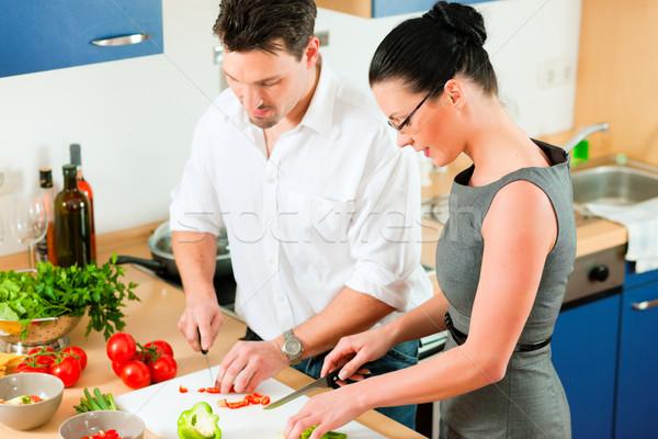 пару приготовления вместе кухне человека Сток-фото © Kzenon